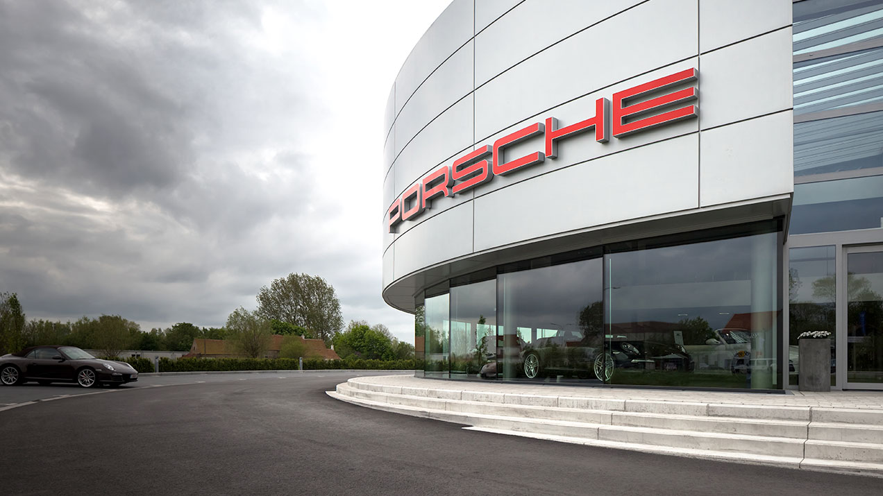 Qbiss One - Porsche Centre Knokke (Belgie)